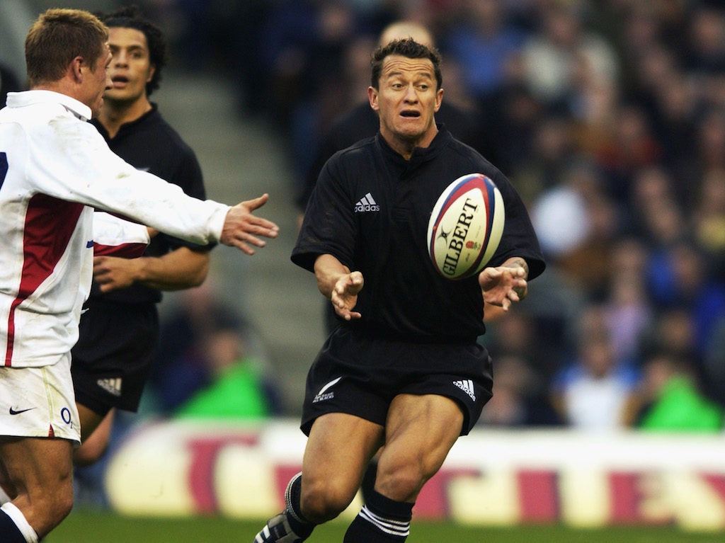 TWICKENHAM - NOVEMBER 9:  Carlos Spencer of New Zealand in action during the Investec Challenge Match between England and New Zealand at Twickenham, London, England on November 9, 2002. England went on to win the match 31 - 28. (Photo by David Rogers/Getty Images)