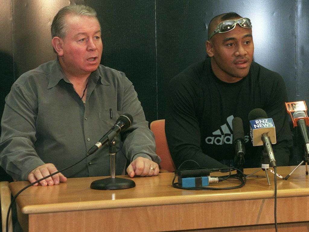AUCKLAND, NEW ZEALAND - NOVEMBER 14: All Black Jonah Lomu, centre, announces his continuation of his New Zealand Rugby Union contract for two years on his return from the Rugby World Cup at Auckland Airport, Sunday. He is flanked by his manager Phil KingsleyJones, left and NZRFU CEO David Rutherford. (Photo by Ross Setford/Getty Images)