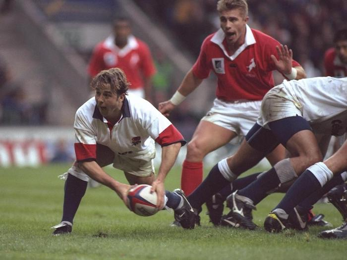 30 Nov 1996: Andy Gomarsall of England passes out from the scrum during the Save and Prosper international between England and the New Zealand Barbarians at Twickenham in Middlesex. New Zealand won by 19-34. Mandatory Credit: David Rogers/Allsport
